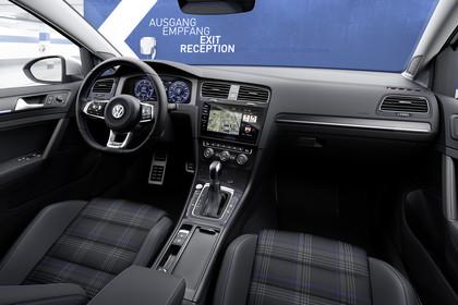 VW Golf 7 GTE Innenansicht Beifahrerposition statisch schwarz