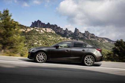 Mazda 3 BM Viertürer Aussenansicht Seite dynamisch grau
