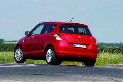 Suzuki Swift NZ Aussenansicht Heck schräg dynamisch rot