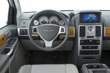 Chrysler Voyager RT Innenansicht statisch Studio Fahrerseitz und Armaturenbrett fahrerseitig