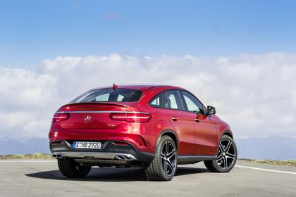 Mercedes-AMG GLE Coupé C292 Aussenansicht Heck schräg statisch rot