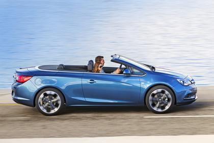 Opel Cascada Aussenansicht Seite dynamisch blau
