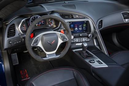 Chevrolet Corvette Grand Sport Cabrio Innenansicht statisch Vordersitze und Armaturenbrett fahrerseitig