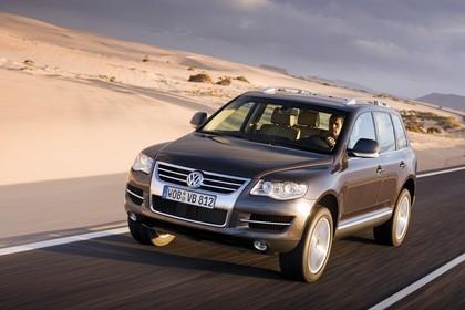 VW Touareg 7L Facelift Aussenansicht Front schräg dynamisch grau