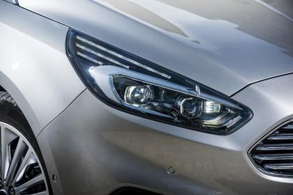 Ford S-MAX WA6 Aussenansicht Front schräg statisch Detail Scheinwerfer rechts grau