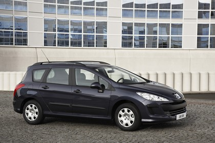 Peugeot 308 SW 4J Aussenansicht Seite schräg statisch dunkelblau
