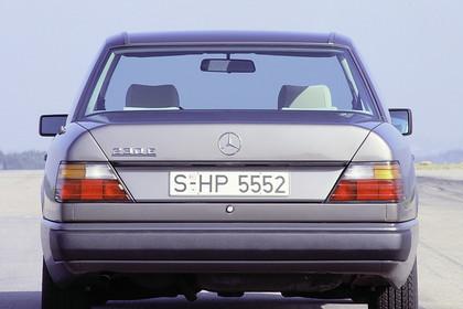 Mercedes E-Klasse Limousine W124 Aussenansicht Heck statisch grau