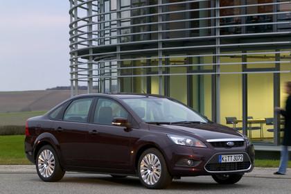 Forc Focus MK2 Limousine Aussenansicht Front schräg statisch violett