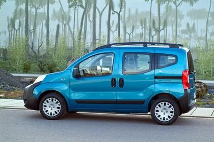 Peugeot Bipper Tepee A Aussenansicht Seite schräg statisch blau