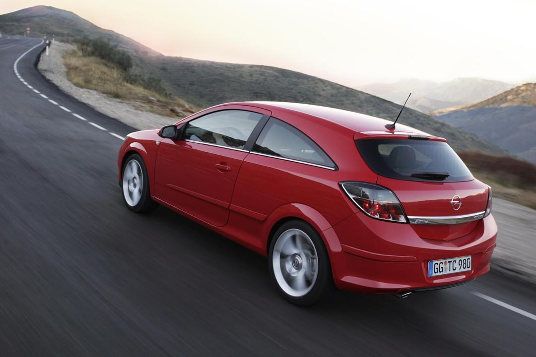 Opel Astra J Gtc Aussenansicht Heck Schräg Dynamisch Rot