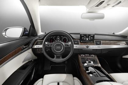 Audi A8 D4 Innenansicht Fahrerposition Studio statisch beige