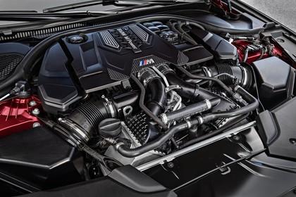 BMW M5 F90 Aussenansícht Detail Motor statisch schwarz