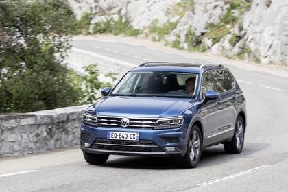 VW Tiguan Allspace AD Aussenansicht Front schräg dynamisch blau