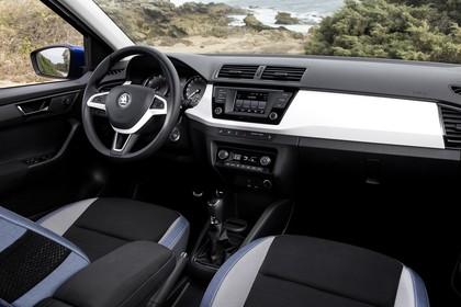 Skoda Fabia 3 Schrägheck Innenansicht Vordersitze und Armaturenbrett beifahrerseitig