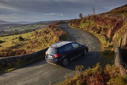 Suzuki SX4 S-Cross Aussenansicht Heck schräg erhöht statisch dunkelblau