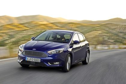 Ford Focus Schrägheck Mk3 Front schräg dynamisch blau