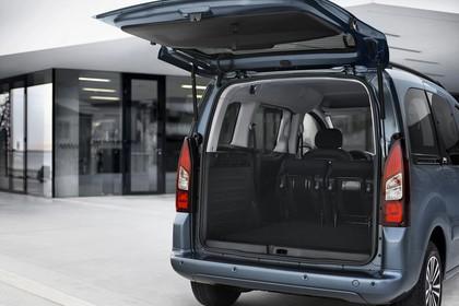 Peugeot Partner Tepee 2 Aussenansicht Heck schräg statisch blau Heckklappe geöffnet