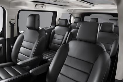 Citroën Spacetourer Innenansicht statisch Studio Vordersitze und Rücksitze fahrerseitig