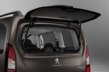 Peugeot Partner Tepee 2 Aussenansicht Heck schräg statisch Studio Heckscheibe geöffnet