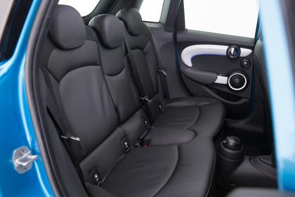 Mini Fünftürer F55 Innenansicht Rücksitzbank statisch schwarz