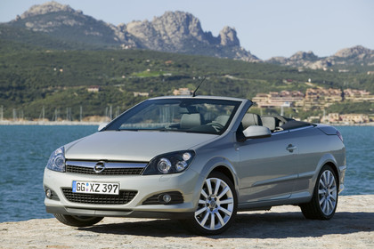 Opel Astra H Aussenansicht Front schräg statisch silber