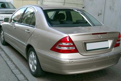 C-Klasse Limousine (W203) Aussenansicht Heck schräg statisch braun