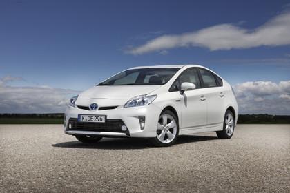 Toyota Prius ZVW30 Facelift Aussenansicht Front schräg statisch weiss