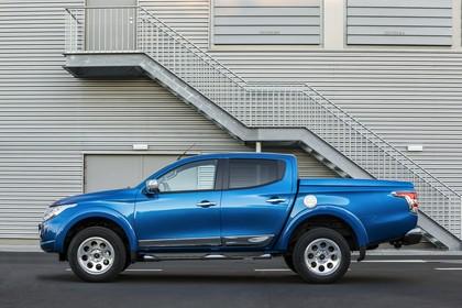 Mitsubishi L200 5 Aussenansicht Seite statisch blau