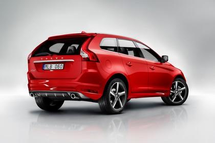 Volvo XC60 (D) Aussenansicht Heck schräg statisch rot