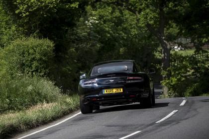 Aston Martin Rapide S Aussenansicht Heck schräg dynamisch schwarz