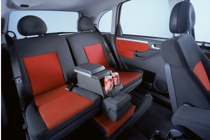 Opel Meriva A Innenansicht Rücksitzbank Studio statisch rot schwarz