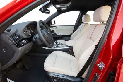BMW X4 Innenansicht Vordersitze Studio statisch beige