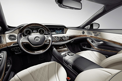 Mercedes Maybach S-Klasse X222 Innenansicht Fahrerposition Studio statisch beige