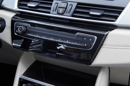 BMW 2er Active Tourer Innenansicht Detail Mittelkonsole statisch beige