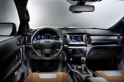 Ford Ranger 2AB Innenansicht statisch Studio Vordersitze und Armaturenbrett fahrerseitig