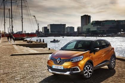 Renault Captur R Aussenansicht Front schräg statisch orange