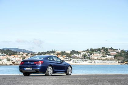 BMW 6er Coupe F13 Aussenansicht Heck schräg statisch blau