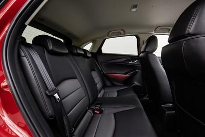 Mazda CX-3 DJ1 Innenansicht statisch Studio Rücksitze beifahrerseitig