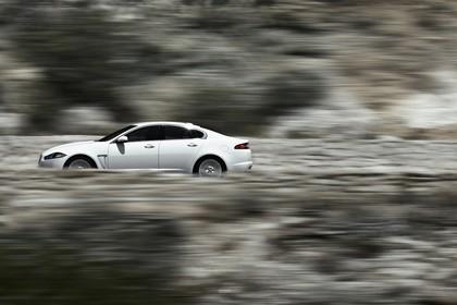Jaguar XF X250 Aussenansicht Seite dynamisch weiß
