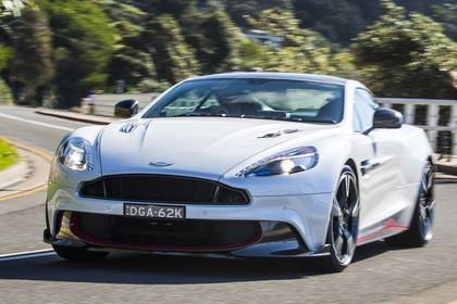 Aston Martin Vanquish VH Aussenansicht Front schräg dynamisch weiss