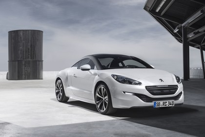 Peugeot RCZ Aussenansicht Front schräg statisch weiss
