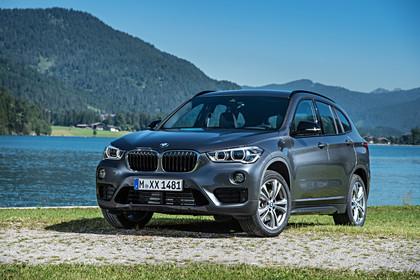 BMW X5 Facelift Aussenansicht Front schräg statisch grau