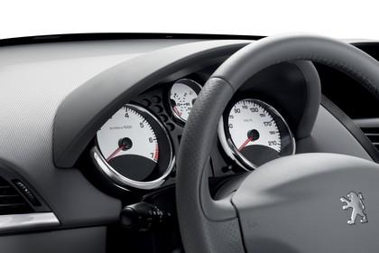 Peugeot 207 Innenansicht statisch Studio Detail Tacho und Lenkrad