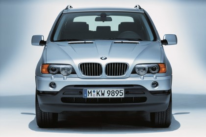 BMW X5 E53 Aussenansicht Front statisch Studio silber