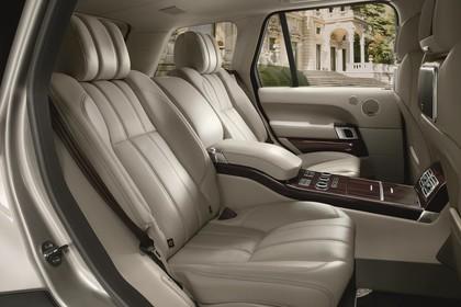 Land Rover Range Rover 4 Innenansicht Detail statisch braun Rücksitze