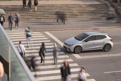SEAT Ibiza Aussenansicht Seite schräg erhöht statisch silber