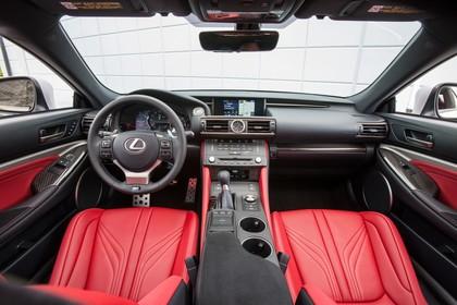 Lexus RC F X10 Innenansicht statisch Vordersitze und Armaturenbrett