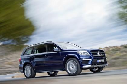 Mercedes Benz GL-Klasse Aussenansicht Seite schräg dynamisch blau