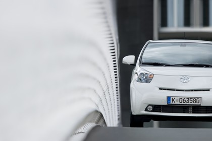 Toyota iQ AJ1 Aussenansicht Front statisch weiß