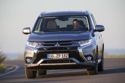 Mitsubishi Outlander Plug-in-Hybrid CWO Aussenansicht Front dynamisch grau